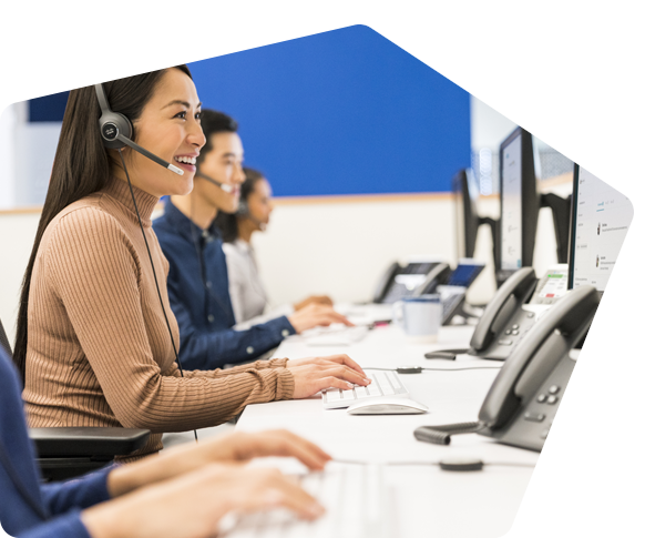 Contact center operators use Webex Contact Center on their desktops